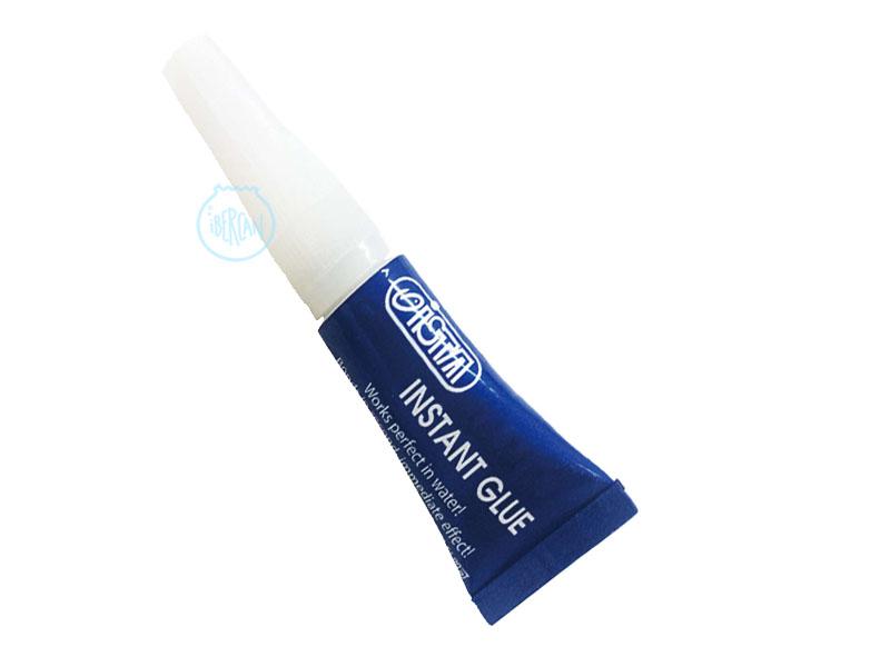 El adhesivo instant glue de 4g Funciona perfectamente en el agua saldada.